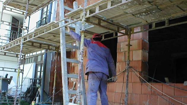 Jimramovští zvolili formu řadových domků, kde má každý byt samostatný vchod a neexistují zde společné prostory.