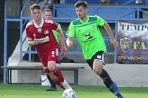 Kádr třetiligových fotbalistů Nového Města na Moravě (v zeleném dresu útočník Tomáš Duba) se zřejmě rozšíří o několik talentovaných mladíčků.