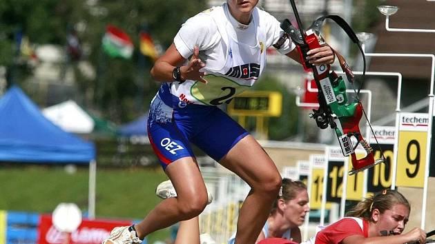 ZAHÁJILA STÍHAČKU. Zdeňka Vejnarová svůj úsek ve smíšených štafetách zvládla skvěle a odstartovala útok na medaili. Stala se tak nejúspěšnějším českým reprezentantem.