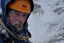 Jaromír Čejka se spolu se svým lezeckým kolegou vypravil do rakouské Anlauftal Eisareny, aby se pokusil zdolat uznávanou třísetmetrovou lezeckou cestu po ledu.