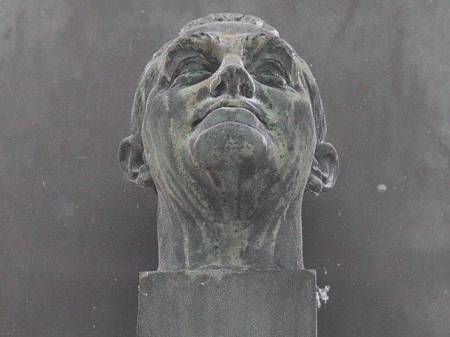 Na Štursově rodném domě v Novém Městě na Moravě na Vratislavově náměstí je umístěna pamětní deska s bustou od sochaře Václava Žaluda.