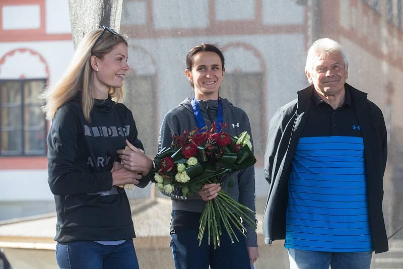 Vítání rychlobruslařky Martiny Sáblíkové v jejím rodném Žďáře nad Sázavou.