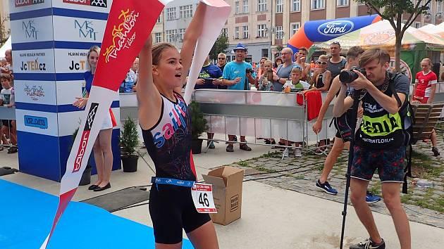 Pocity štěstí zažívala Kateřina Mičková po svém vítězství na žákovském mistrovství ČR v triatlonu.