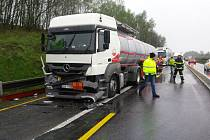 Nehody kamionů zablokovaly dálnici D1.