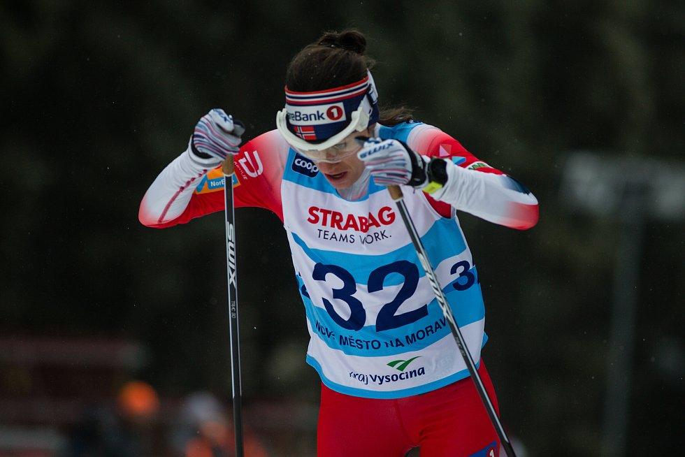 Heidi Wengová v závodu žen na 10 km volně v rámci Světového poháru v běhu na lyžích.