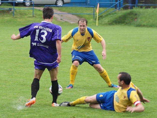 Fotbalisté Vrchoviny se mohli radovat, díky gólu Pavla Smetany z nastavení porazili Tasovice 2:1.
