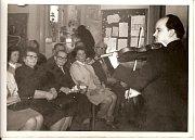 V roce 1969 uspořádali místní hasiči Sejítí starých žáků. Tehdy se v místní škole sešlo více než 120 lidí. Všichni to byli bývalí žáci řídícího učitele Aloise Padalíka (na snímku v první řadě uprostřed), který v Rokytně vyučoval přes čtyřicet let.