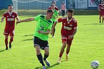 Ve čtvrtém kole MSFL se fotbalisté Nového Města (v zelených dresech) zítra představí v Jihlavě, Velké Meziříčí (v červeném) hraje až v neděli v Ostravě.