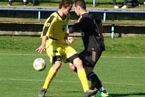 V posledním podzimním kole východní skupiny I. B třídy si fotbalisté Bohdalova (ve žlutém) vyšlápli na Rantířov, který po bojovném výkonu zdolali 1:0.