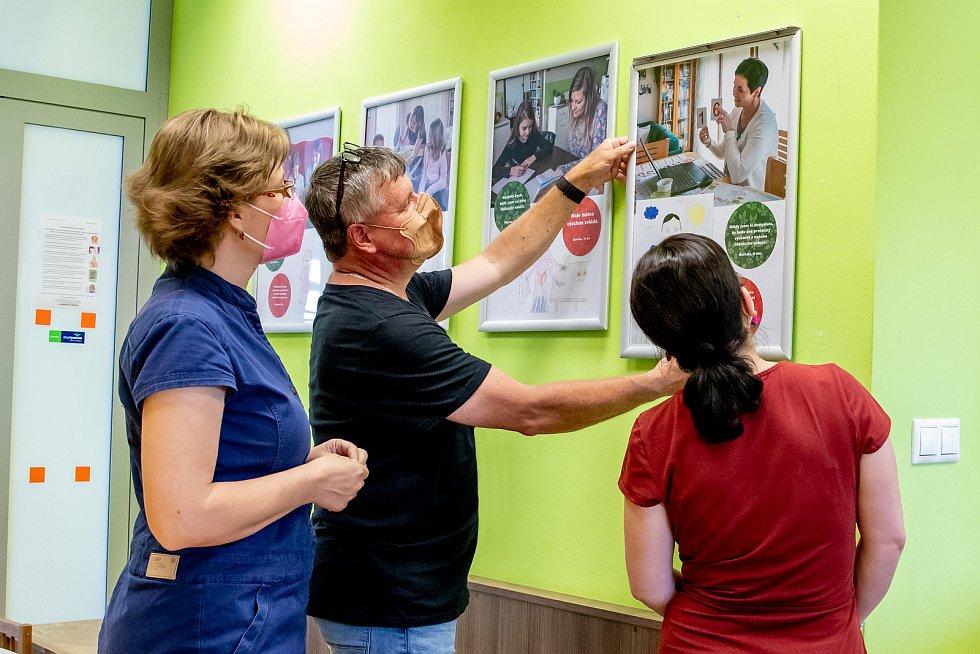 Výstava, která se otevře v pátek 18. června v Rodinném centru Srdíčko v budově žďárské polikliniky, bude k vidění až do konce září.