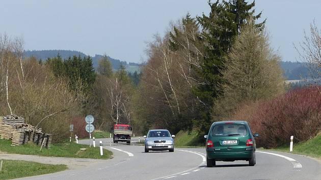 Od 2. do 10. května bude silnice od Mělkovic k Novému Městu obousměrně uzavřena kvůli opravě povrchu.
