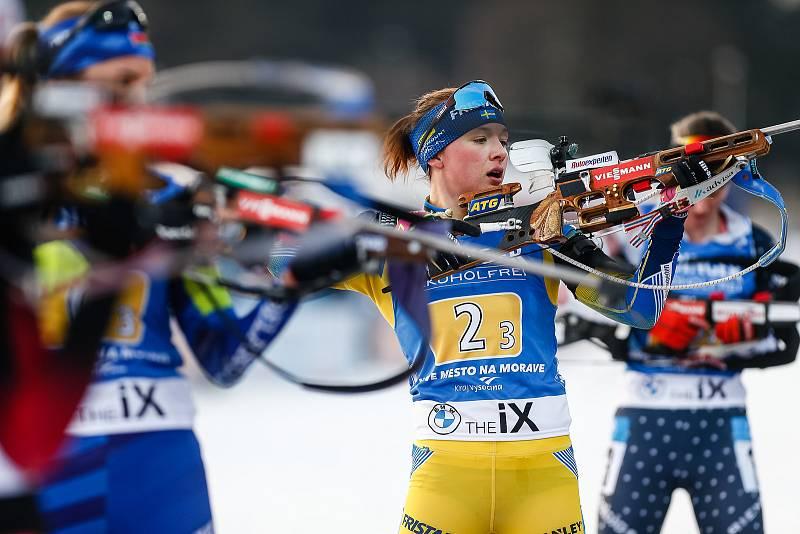 Linn Persson v závodu Světového poháru v biatlonu - štafeta 4x6 km ženy.