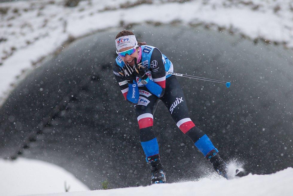 Závod žen na 10 km volně v rámci Světového poháru v běhu na lyžích.