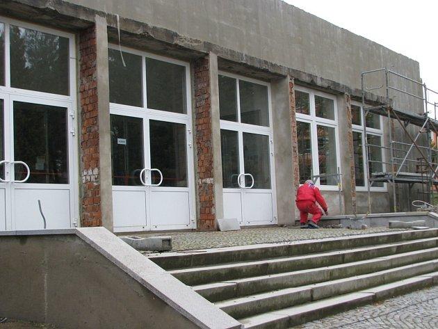 Kino Vysočina ve Žďáře momentálně prochází zateplováním. Od 1. 4. 2014 by se mohlo o jeho provoz starat samo město, respektive Kultura Žďár.