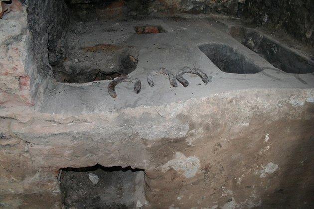 Kovářskou výheň objevili v Zubří při rekonstrukci bývalého obecního domu.