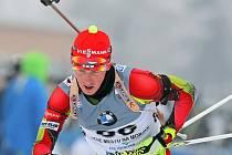 Novoměstský biatlonista Michal Žák mohl ve čtvrtečním individuálním závodě pomýšlet po třetí střelbě na elitní třicítku. Na poslední položce však netrefil ani jeden terč a propadl se na konečné 66. místo.