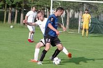 V tabulce nedohrané podzimní části letošního ročníku východní skupiny 1. A třídy jsou fotbalisté rezervy FC Žďas (v bílém) a Herálce (v modročerném) seřazeni hned za sebou.