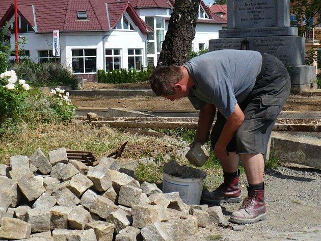 Stavební práce na bystřickém hřbitově finišují, slavnostně otevřen bude 10. srpna.