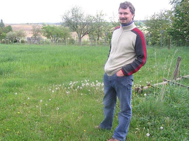 Milan Daďourek založil před deseti lety Sdružení Krajina. Díky jeho působení se daří zachovávat na Žďársku podmáčené louky, bez kterých by hrozilo vysychání krajiny.