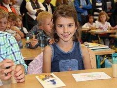 Po dvouměsíčních letních prázdninách se dětem 4. září otevřely dveře základních a středních škol. Do lavic zasedli úplně poprvé například prvňáčci v Základní škole Švermova ve Žďáře nad Sázavou. Malí školáci z 1. A, které v jejich první školní den prováze