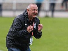 Trenér divizních fotbalistů Žďáru nad Sázavou Jozef Vanko mohl být po nedělní premiéře spokojený. Jeho svěřenci na úvod soutěže rozstříleli Třebíč 8:0.