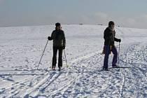 Nejlepší podmínky pro lyžování na běžkách ve volném terénu jsou na Žďársku na loukách v okolí obcí Fryšava, Tři Studně a Vlachovice.