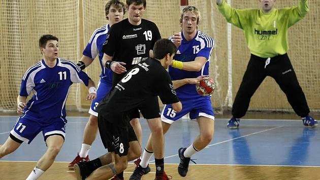 Zástupci Žďárska ve II. házenkářské lize mají za sebou víkend bez porážky. Velké Meziříčí remizovalo s lídrem ze Zlína a Nové Veselí utkání vyhrálo nad Ivančicemi.