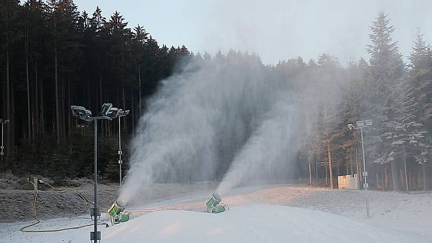 Zasněžování ve Vysočina aréně.