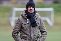Marek Zúbek působí ve fotbalovém klubu FC PBS Velká Bíteš ve dvou rolích. Vedle té trenérské ještě vykonává také funkci jednatele ambiciózního oddílu.