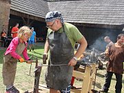 Letošní turistickou sezonu zahájí v sobotu Šlakhamr, technická památka v Hamrech nad Sázavou. Ukázky své práce tam předvedou kováři a návštěvníci si s jejich pomocí budou moci sami zkusit vykovat třeba hřebík.