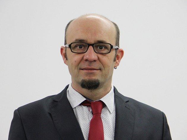 Zdeněk Navrátil (Žďár Živé město) stojí v čele Žďáru nad Sázavou od podzimních komunálních voleb v roce 2014. Žďárskou radnici vede koalice sdružení Žďár Živé město, KDU-ČSL, hnutí ANO a ODS.