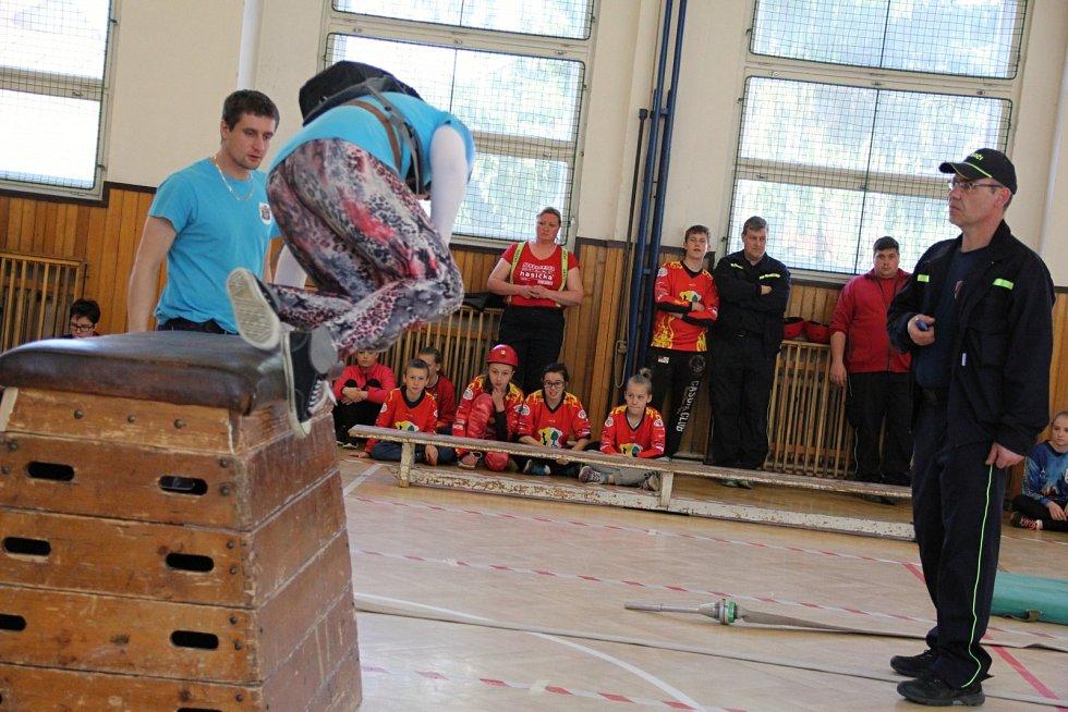 Rozhýbat těla po dlouhé zimě si přišli mladí hasiči v sobotu do Nového Města na Moravě.