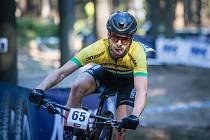 Guilherme Gotardelo Muller v závodu SP kategorie mužů Elite v cross country horských kol v Novém Městě na Moravě.