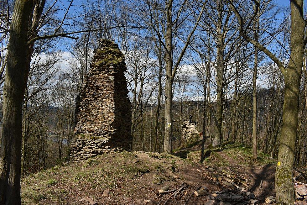 Zřícenina hradu Pyšolec u Víru je častým cílem turistů.