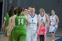 Hráčka, trenérka, ekonomka. Bez nadsázky se dá tvrdit, že Věra Stočková (v bílém dresu s číslem 7) patří k nepostradatelným duším basketbalového oddílu ve Žďáře nad Sázavou.