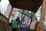 Města a obce se na Vánoce připravily. Nazdobily stromy, postavily jesličky i zvoničky štěstí.