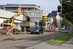 Dělníci opravují žďárskou Studentskou ulici.