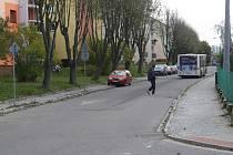 """Obyvatelé žďárské části Stalingrad sepsali petici za přechod pro chodce v ulici Okružní-dolní. """"Zebru"""" tam postrádají."""