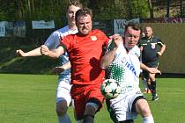 Hráči měřínské Jiskry (v červeném) na jaře tápou.