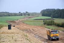Nové Veselí a Budeč začnou šoféři po nové přeložce silnice objíždět koncem příštího roku.