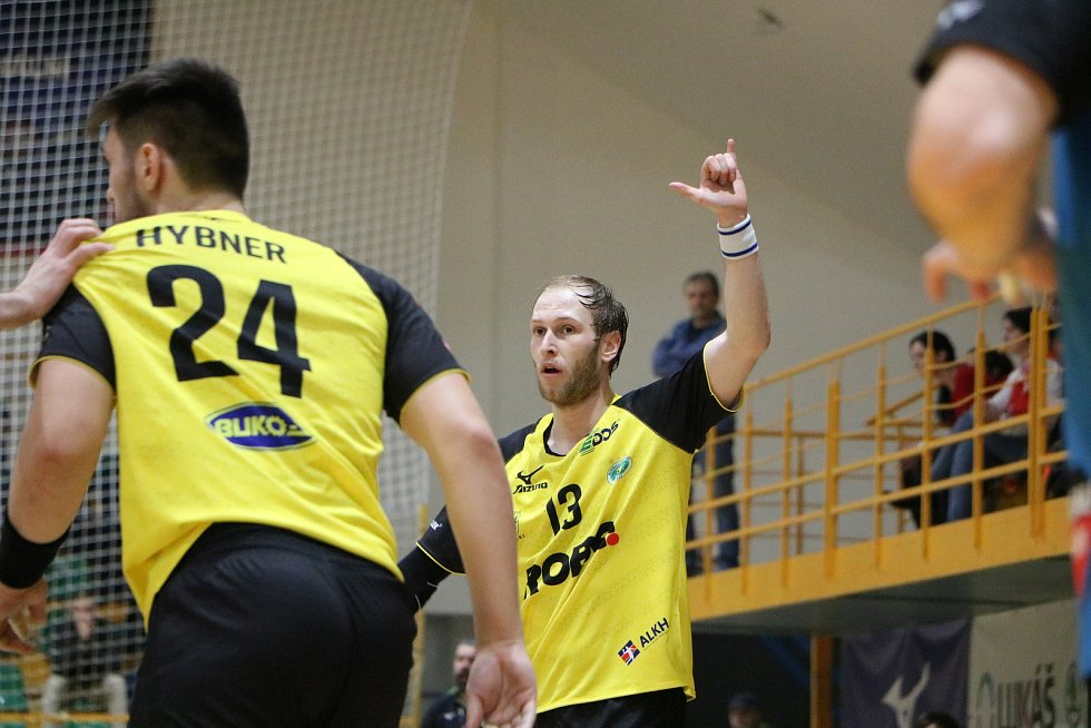 Házenkáři Zubří (ve žlutých dresech) v posledním domácím zápase základní části extraligy jasně přehráli Nové Veselí 26:20.