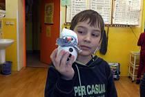 Děti ze ZŠ a MŠ Fryšava pod Žákovou horou vyrobily sněhuláky a přispěly na projekt částkou 550 korun.