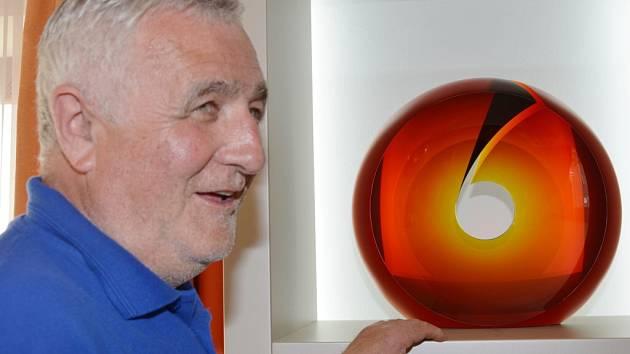 Sklářský výtvarník Petr Hora bude vystavovat na Světové výstavě Expo 2015 v Miláně jeho díla budou součástí expozice Kraje Vysočina v českém pavilonu.
