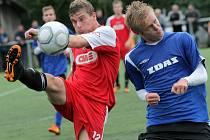 Žďárský stoper Roman Turek (vpravo) se rozhodl, že chce zkusit profesionální fotbal a usiluje o angažmá ve druholigovém Vyšehradě. Pomoci by mu k němu měl i čerstvý titul mistra Evropy na turnaji FIF pro.