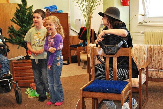 Pro děti z mateřských škol byl určen zábavně naučný program preventistek žďárské policie, který se tento týden odehrával v prostorách Knihovny Matěje Josefa Sychry.