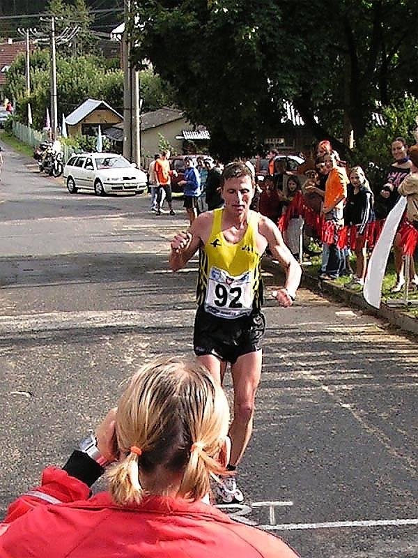 Nositel tradic Bystřicka. Dvaatřicetikilometrový Malý svratecký maraton z Víru do Nedvědice a zpět se bez přerušení běhá od roku 1954.