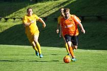 Přesně po deseti letech působení v krajských soutěžích se fotbalisté Štěpánova nad Svratkou (v oranžových dresech) opět vrací do okresního přeboru.