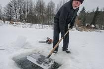 Led je stále poměrně silný, jde o několik centimetrů na výšku.