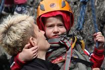 Vávrovu skalku, kde je lezení povoleno bez omezení celoročně, horolezci často využívají pro takzvaný bouldering (lezení bez lana na malých skalních blocích kousek nad zemí). Malí lezci si ale vyzkoušeli tradiční lezení s lanem.