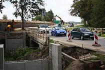 Stavba úseku cyklostezky v Horních Hamrech opět viditelně pokročila.